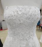 婚纱排花边