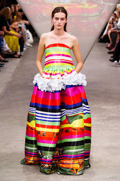 cfw服装设计网 资讯 时装秀场 > 伦敦时装周首日 处女座怪才们玩得是