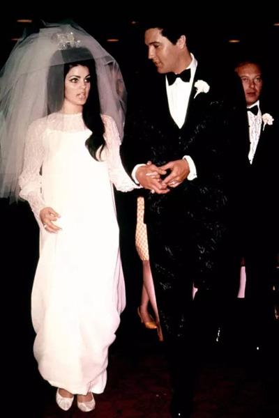 杰奎琳·肯尼迪是政界名流中一位奇女子.   第一场婚姻,与前美国总