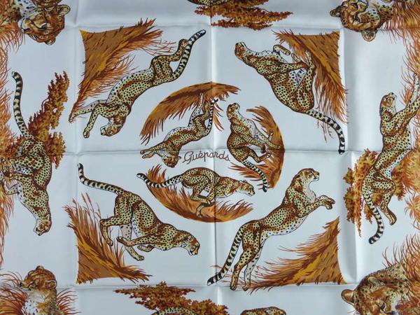 hermès 新年推出动物主题餐具系列,疑似中国风,但其实