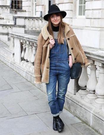 冬天怎么穿背带裤?-服装潮流搭配-服装设计网