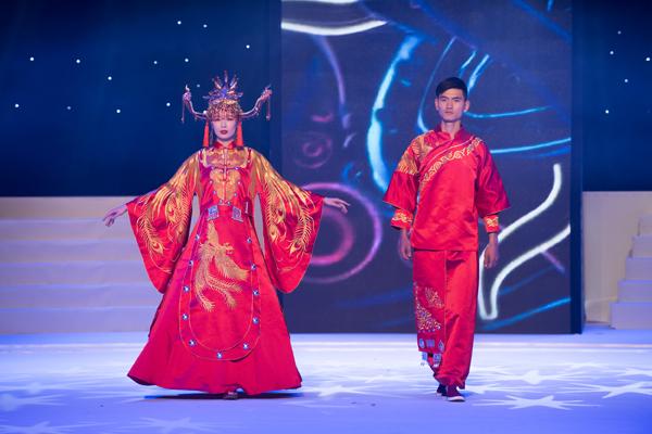 首届中国民族服饰设计展演圆满落幕-服装设计管理