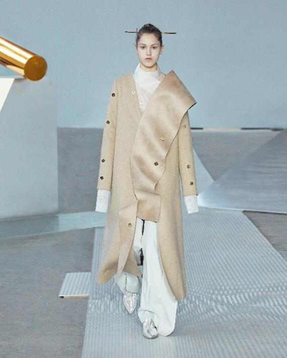 中国服装设计师欧敏婕自主品牌ricostru受邀走秀米兰时装周