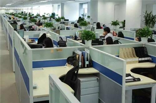 """less""""乔装会议室""""的灵感来源和背景——1950年代迄今办公室格子间图片"""