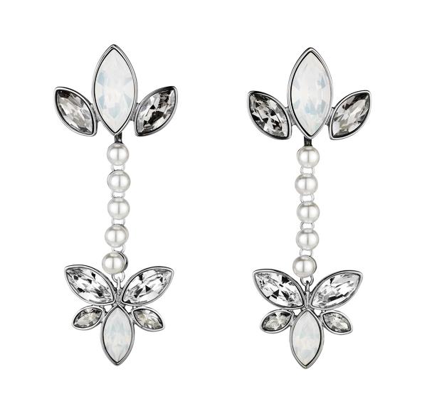 典雅耳环配备可拆卸装饰,可从别致闪亮的耳钉瞬间转变为古典风格水滴
