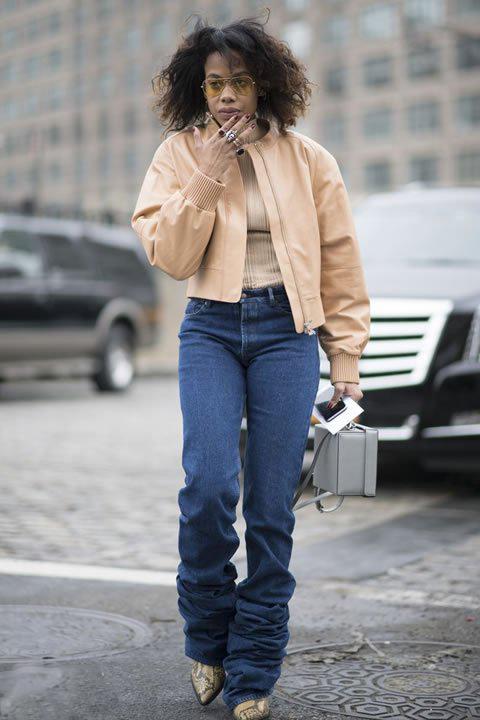 秋季穿牛仔裤 怎样搭配才更有时尚态度