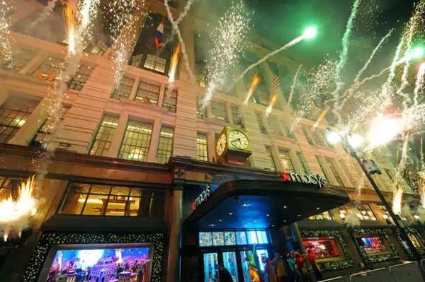 服装设计大赛 学习(视觉陈列)设计大赛     圣诞节要来了,纽约大街上