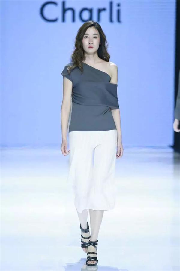 毕业于纽约帕森斯大学和伦敦中央圣马丁艺术与设计学院的她,拥有丰富