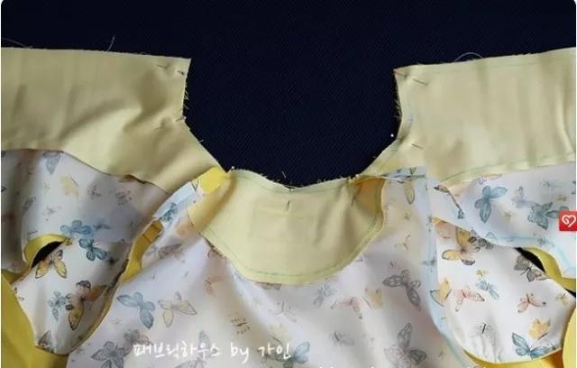简洁儿童斗篷上衣的裁剪图与制作过程