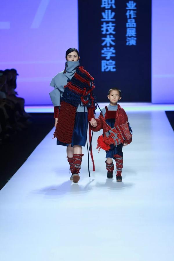 """2018广东轻工职业技术学院服装设计毕业作品展演     伍李雪说:""""藏族"""