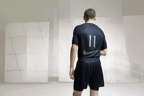 赶世界杯热潮,耐克和一个网红,一个设计师推出足球联名系列图片
