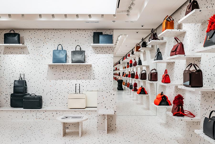 资讯 设计管理 > valextra 在香港海港城新门店,找来了英国设计师 max