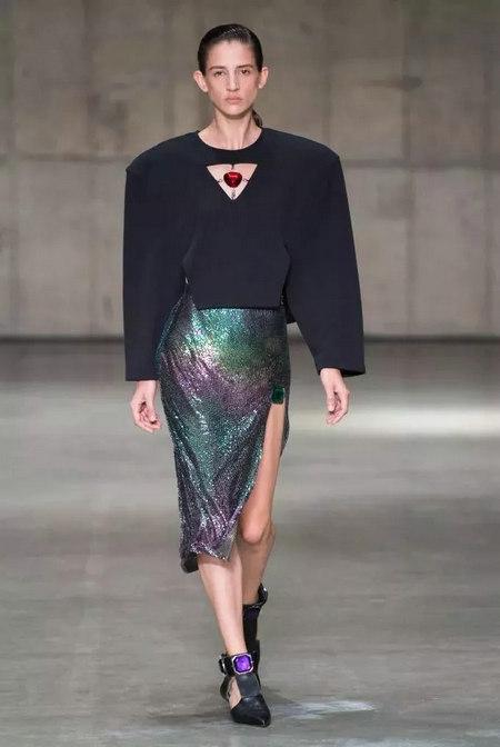 新款女装_2019/2020女装流行趋势,科技质感-服装趋势预测-服装设计网