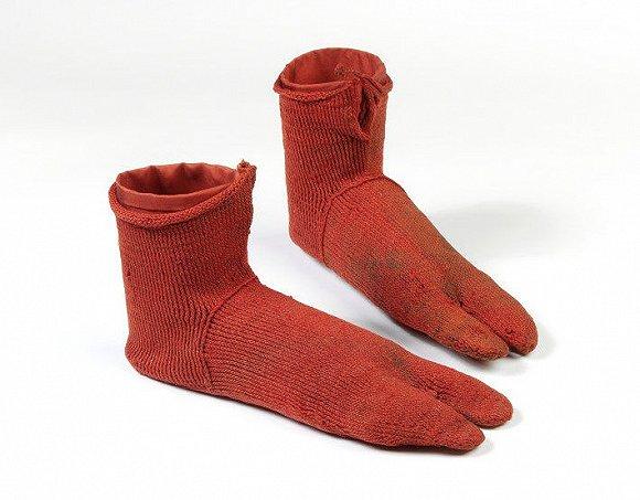 """""""反时尚""""的凉鞋配袜子其实很潮"""