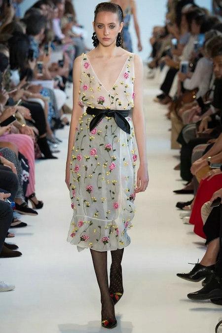 2019年春夏女装流行趋势 女装吊带裙(图2)