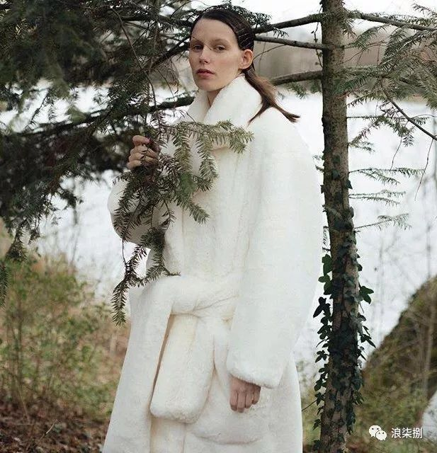 秋冬面料趋势 抓绒、长绒毛、柔软面料让时尚更舒适(图2)