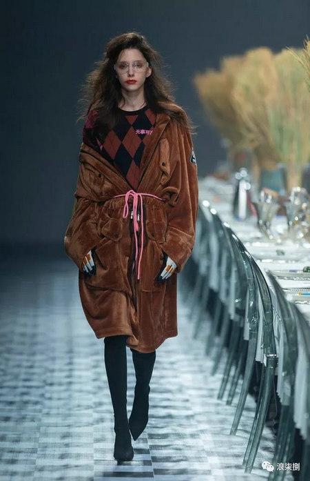 秋冬面料趋势 抓绒、长绒毛、柔软面料让时尚更舒适(图11)