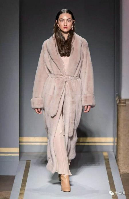 秋冬面料趋势 抓绒、长绒毛、柔软面料让时尚更舒适(图40)