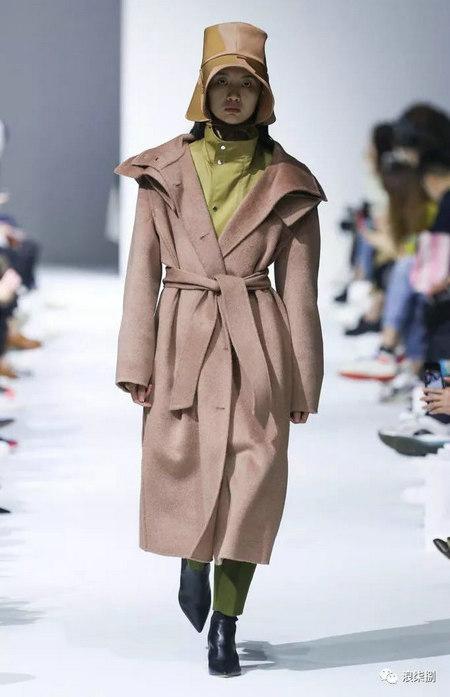 秋冬面料趋势 抓绒、长绒毛、柔软面料让时尚更舒适(图33)
