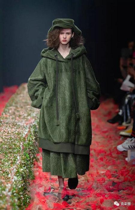 秋冬面料趋势 抓绒、长绒毛、柔软面料让时尚更舒适(图22)