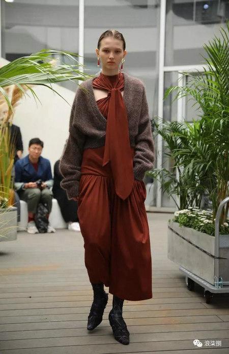 秋冬面料趋势 抓绒、长绒毛、柔软面料让时尚更舒适(图9)