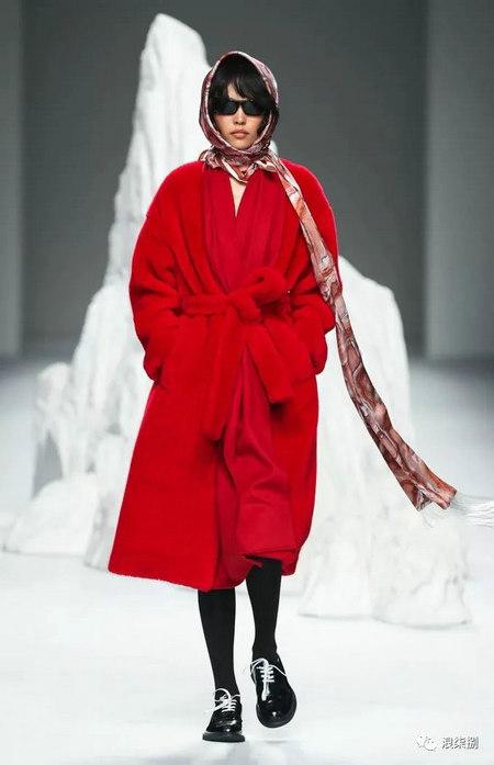 秋冬面料趋势 抓绒、长绒毛、柔软面料让时尚更舒适(图31)