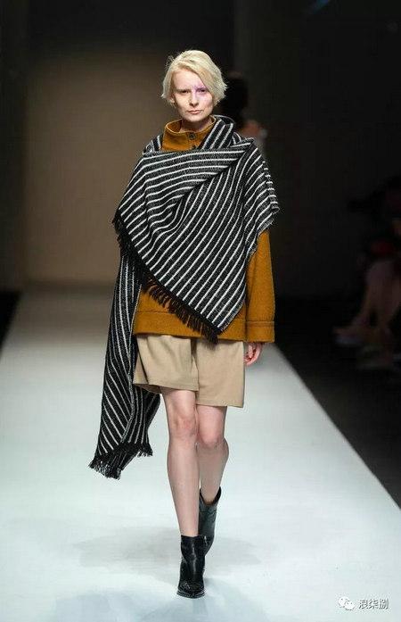 秋冬面料趋势 抓绒、长绒毛、柔软面料让时尚更舒适(图17)