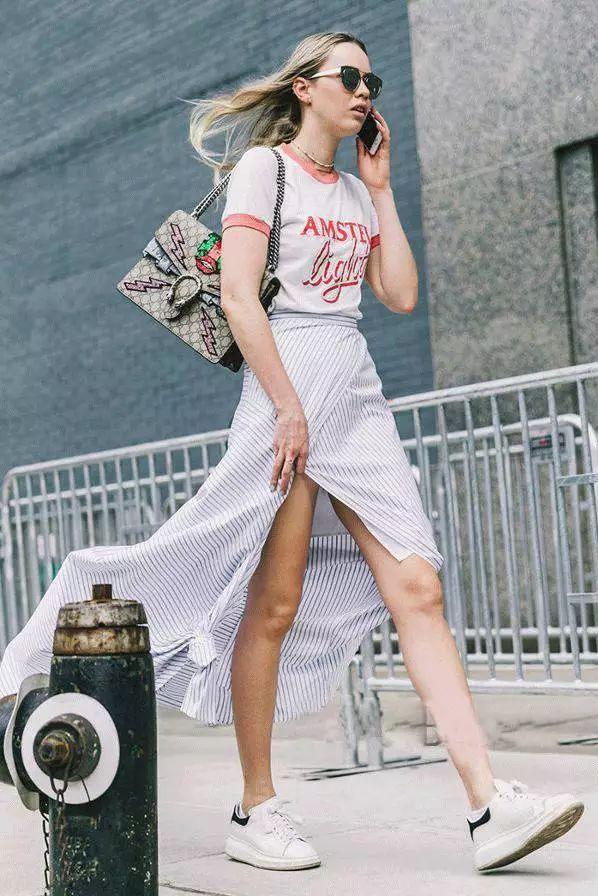 摩兰度 再普通的T恤这样穿,有女人味又高级!(图5)
