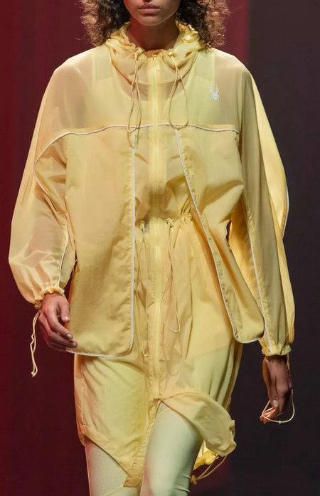 柠檬糖色 2020春夏女装流行色(图7)