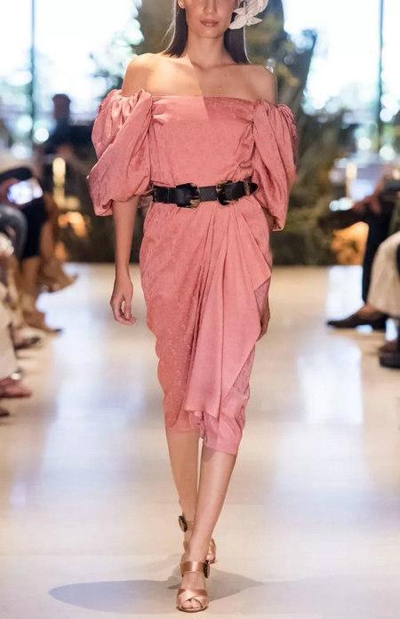摩登粉色 2020春夏女装流行色(图13)