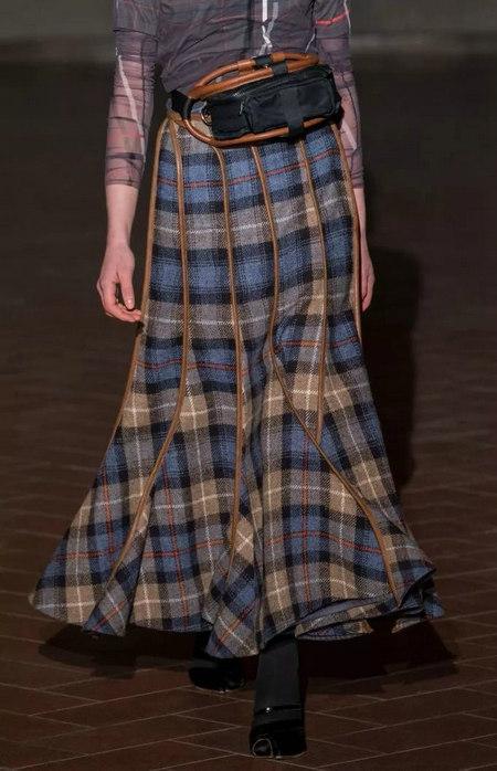 女装单品流行趋势 喇叭半身裙,尽显你的女人魅力(图1)
