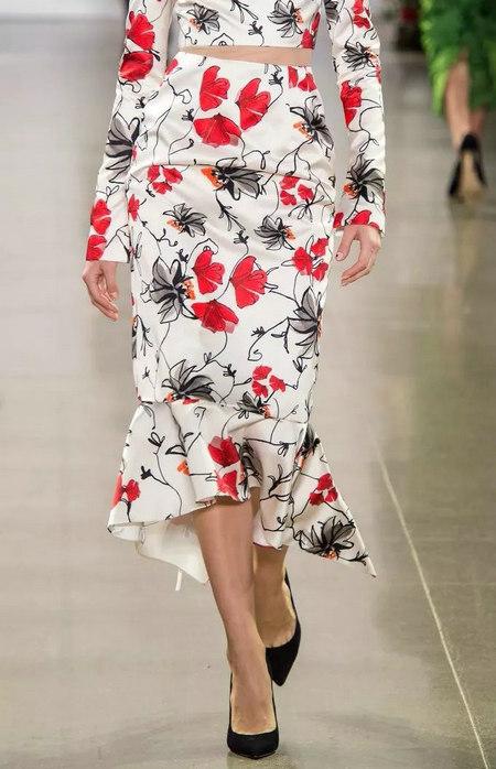 女装单品流行趋势 喇叭半身裙,尽显你的女人魅力(图4)