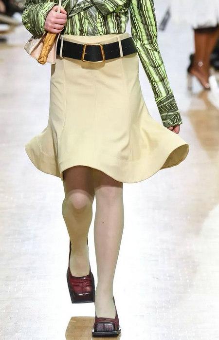 女装单品流行趋势 喇叭半身裙,尽显你的女人魅力(图15)