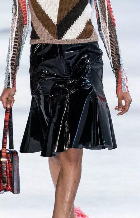 女装单品流行趋势 喇叭半身裙,尽显你的女人魅力(图12)