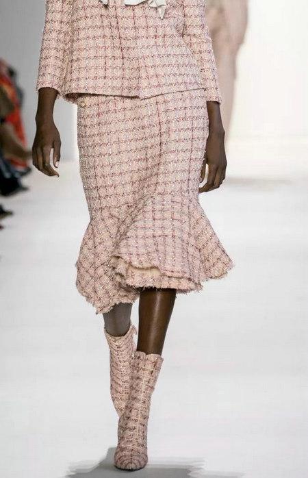 女装单品流行趋势 喇叭半身裙,尽显你的女人魅力(图3)