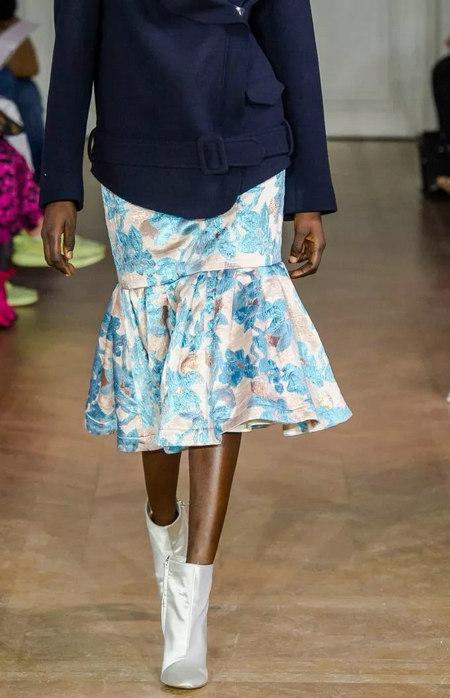 女装单品流行趋势 喇叭半身裙,尽显你的女人魅力(图8)