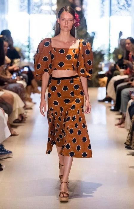 女装单品流行趋势 喇叭半身裙,尽显你的女人魅力(图13)