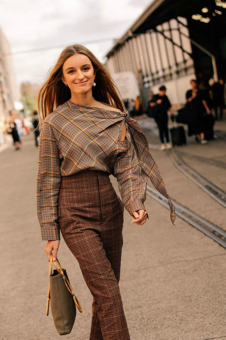 衬衫+奶奶裤,秋天超慵懒时髦风穿搭(图49)