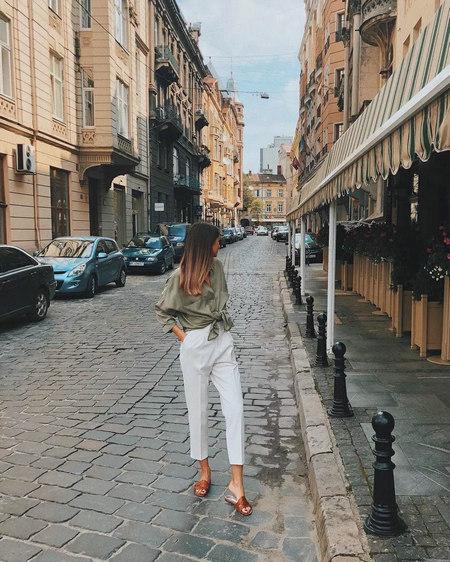 衬衫+奶奶裤,秋天超慵懒时髦风穿搭(图34)