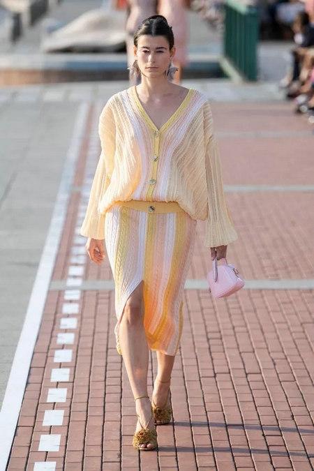 阳光黄 2020春夏女装流行色(图33)