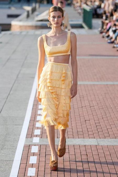 阳光黄 2020春夏女装流行色(图28)