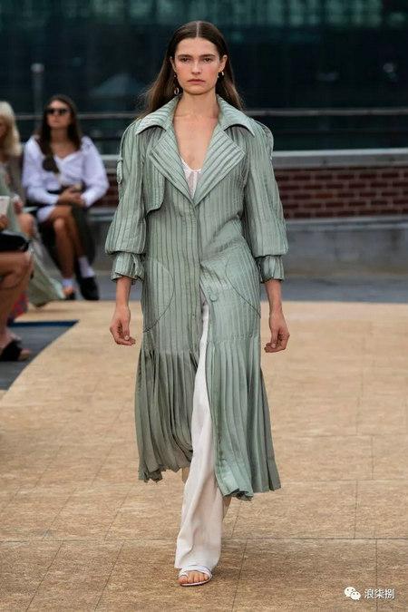 女装流行元素 褶皱,让你的设计简约不简单(图11)