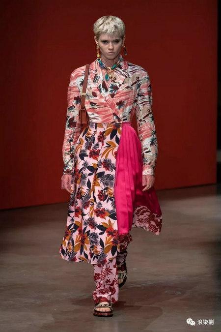 女装流行元素 褶皱,让你的设计简约不简单(图30)
