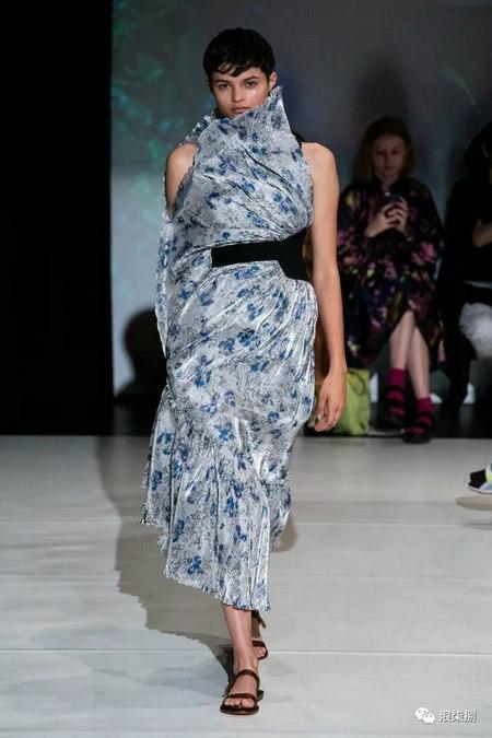 女装流行元素 褶皱,让你的设计简约不简单(图33)