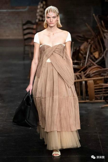 女装流行元素 褶皱,让你的设计简约不简单(图1)