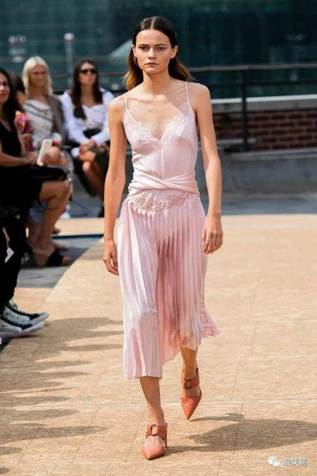 女装流行元素 褶皱,让你的设计简约不简单(图10)
