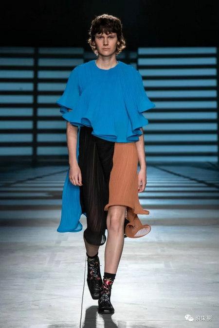女装流行元素 褶皱,让你的设计简约不简单(图32)