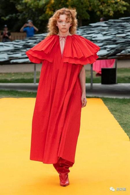 女装流行元素 褶皱,让你的设计简约不简单(图35)