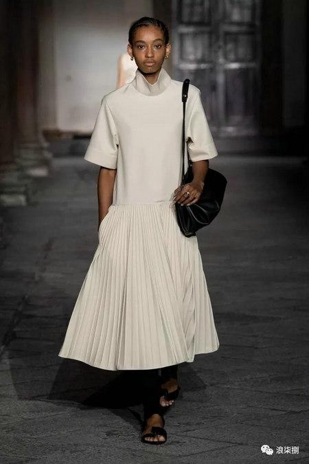 女装流行元素 褶皱,让你的设计简约不简单(图44)