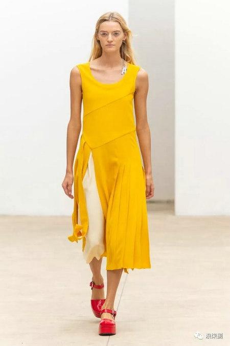 女装流行元素 褶皱,让你的设计简约不简单(图41)